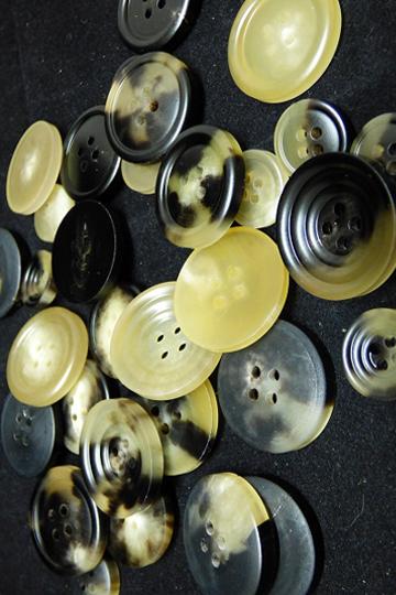 bottoni-corno-materiali-makamaga